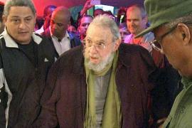 Fidel Castro aparece en público por primera vez en nueve meses