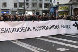 PNV y Bildu encabezan una multitudinaria marcha con gritos de apoyo a los presos