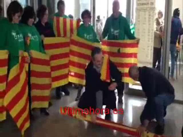 El IES Marratxí convierte el lazo de su fachada en «70 pequeñas senyeras»