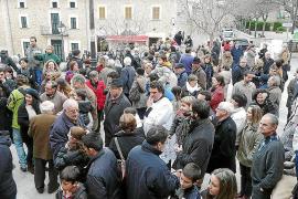 El cuervo Macario cumple con la tradición de Sant Antoni en Mancor