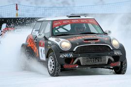 Pedro Font vuela sobre la nieve