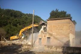 Demolen la casa de Can Ganxo de Tuent