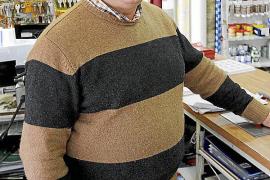 Joan Mayol es el propietario de la Ferretería Mayol