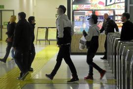La policía detiene a los jóvenes que dieron una paliza a los vigilantes de la Intermodal
