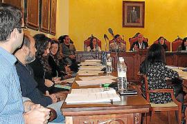El Ajuntament considera «ilegal» el decreto de símbolos del Govern