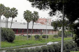 La planta de Palma embotella toda la Coca-Cola que se consume en la Isla