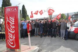 Los trabajadores de Coca-Cola esperan apoyo real del Govern y anuncian paros