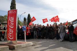 Los sindicatos denuncian la ilegalidad del ERE de Coca-Cola