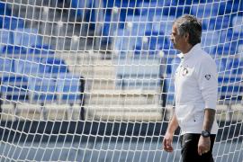 Van Gaal y Mourinho unen  sus destinos en busca de su segunda corona