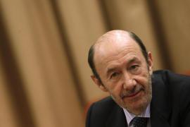 Rubalcaba advierte a Rajoy que sus reformas se pueden parar y lo van a hacer