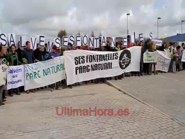 Decenas de personas se manifiestan en Ses Fontanelles