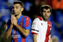El fútbol directo del Levante y el control del Rayo no dieron para más