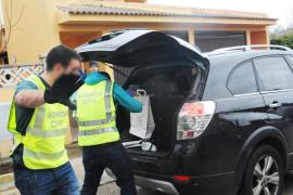 Detenido un hombre en Alaró por degollar animales y tratar de agredir a su mujer e hija de corta edad