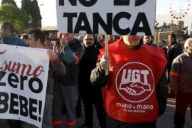 Los trabajadores de Coca-Cola paran de forma masiva contra el cierre