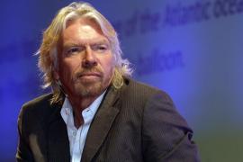 Richard Branson comienza sus entrenamientos ante la proximidad del primer vuelo galáctico