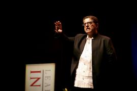 Éxito de la conferencia de Chopra en el Auditòrium