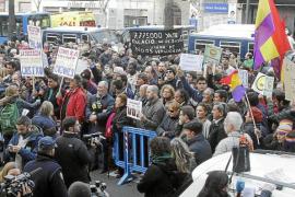 Protesta variopinta de 300 personas frente a los juzgados