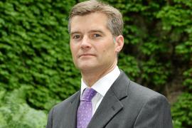 Dimite un ministro británico por emplear a una inmigrante 'sin papeles'