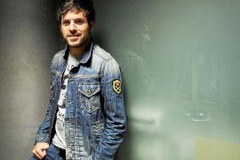 Pablo López reproduce 'Once historias y un piano', un disco «honesto», en Trui Teatre