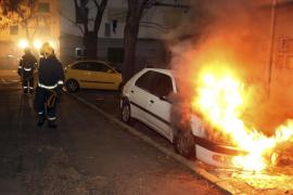 Tercer incendio de un vehículo en apenas dos meses en la zona de 'Corea'