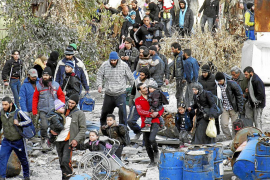 El régimen sirio y la oposición prorrogan la evacuación de civiles de Homs