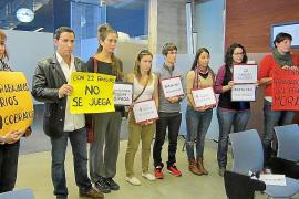 Los trabajadores de Can Coix protestan tras cuatro meses sin cobrar.