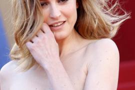 Julie Gayet denuncia el acoso de los 'paparazzi' tras ser vinculada con Hollande