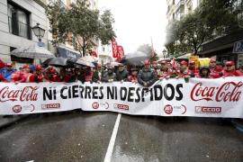 Miles de trabajadores de Coca-Cola se manifiestan en Madrid para frenar los cierres y los despidos