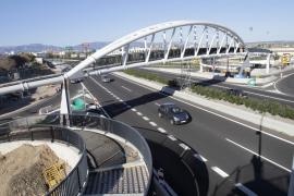 Instalado el arco central de la pasarela de peatones del Estadi Balear