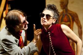 Actores Carles Molinet y Aina Cortès en la obra de teatro Woyzeck
