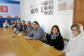 La oposición exige retirar el expediente de privatización y el PP le pide «gestos»