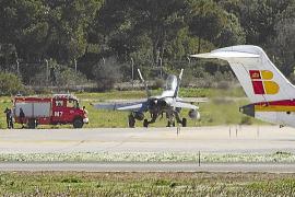 Alarma en Son Sant Joan al salirse de la pista por un golpe de viento un avión militar F-18