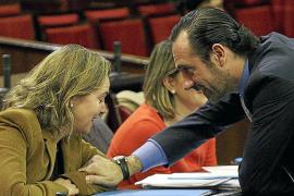 Salom se reúne con la oposición para pactar una moción en defensa del Consell