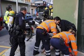 Rescatan a una mujer y a su hijo atrapados en un incendio