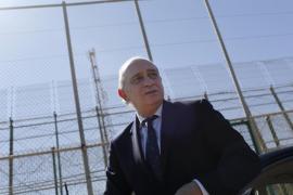 Fernández Díaz anuncia mejoras en la valla de Melilla pero descarta al Ejército
