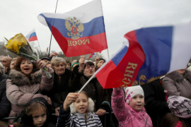 Crimea avanza hacia la unión con Rusia con escasa resistencia de Ucrania