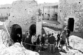 Numerosos vecinos y turistas entran en la historia del Castell de Santueri de Felanitx