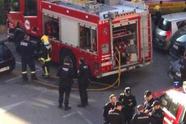 Dos policías heridos al rescatar a un hombre durante un incendio en Son Rapinya