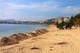 Vecinos del Moll denuncian ante Costas una «regeneración artificial» de la playa