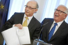 Los expertos proponen bajar el IRPF y subir el IVA y los impuestos especiales