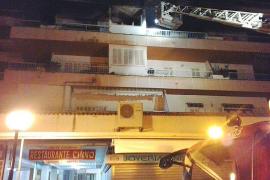 Desalojan un edificio de apartamentos en Cala Rajada por un incendio
