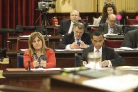 Camps, «orgullosa» de «capitanear» el cambio educativo en Balears