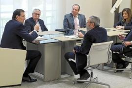 Rajoy se reúne con sindicatos y patronal para relanzar el diálogo social