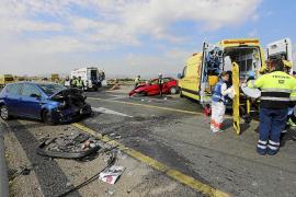 Cuatro heridos en un choque frontal de vehículos en un acceso a la autopista de Inca