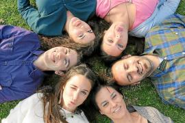 Un grupo de jóvenes organiza la primera feria para emprendedores en la UIB