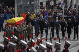 Relatives of Spain's former Prime Minister Adolfo Suarez walk behind his coffin during his wake at the Spanish parliament in Mad