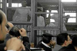 Egipto condena a muerte a 529 Hermanos Musulmanes