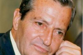 Cort formaliza su intención de dedicar una calle o plaza a Suárez
