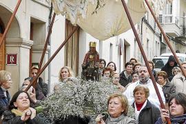 La talla románica de la Mare de Déu, en la calle