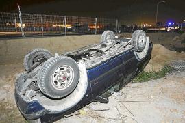 Un vehículo se sale de la vía y vuelca en un tramo en obras del Camí Fondo, en Palma